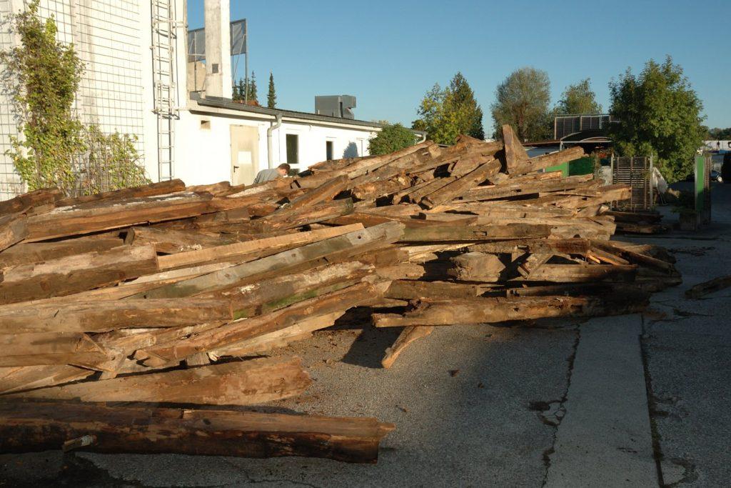 Altholzbalken zum Bau von Altholzmöbel und Altholzküchen